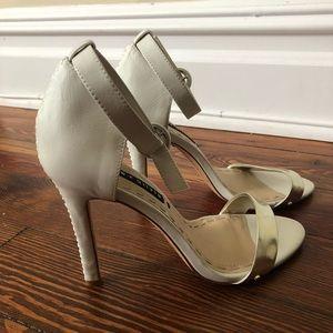 Alice + Olivia Shoes - NWOB Alice + Olivia White Heels